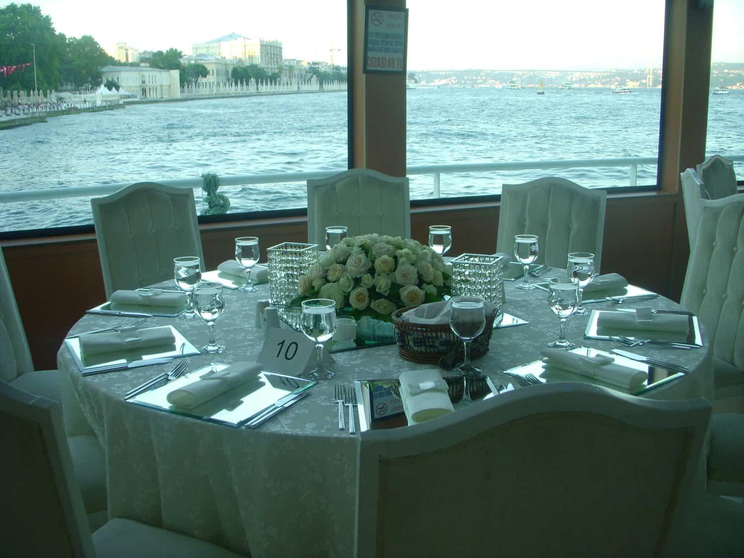 Küçük Prens Tekneleri Beşiktaş teknede düğün fiyatları