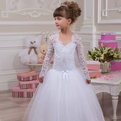 ec9ca0d8f84c9 Prenses model taçlar tabii ki kızlarımızın ve çocuk gelinlik modelleri  arasında vazgeçilmezlerinden. Özellikle de toplu saçlarda en güzel duran ...