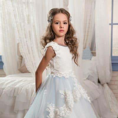 f4763e0b22dce Küçük yaşa da gitse de dantelli Fransız çocuk gelinlik modeli 11 yaş ve  üzeri çocuklarda daha çok kendini gösterme fırsatı yakalıyor.