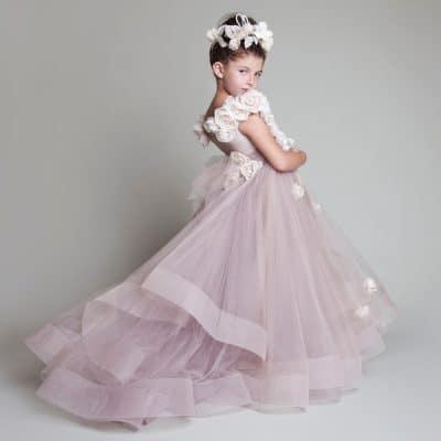 0ad2454f87a56 Kız çocukları görselliğe çok önem verirler ve seçtikleri çocuk gelinlik  modelleri kendi zevklerine uygun olmasını isterler. Bu yüzden renkler de  onların ...