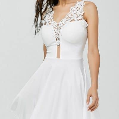 347ebedfa84ae Ya dümdüz bir beyaz, ya da hafif bir dantel detay yeterli olacaktır. Bu  elbisede de saçlarınızı alttan küçük bir topuz veya at kuyruğu modeli  yapıp, ...