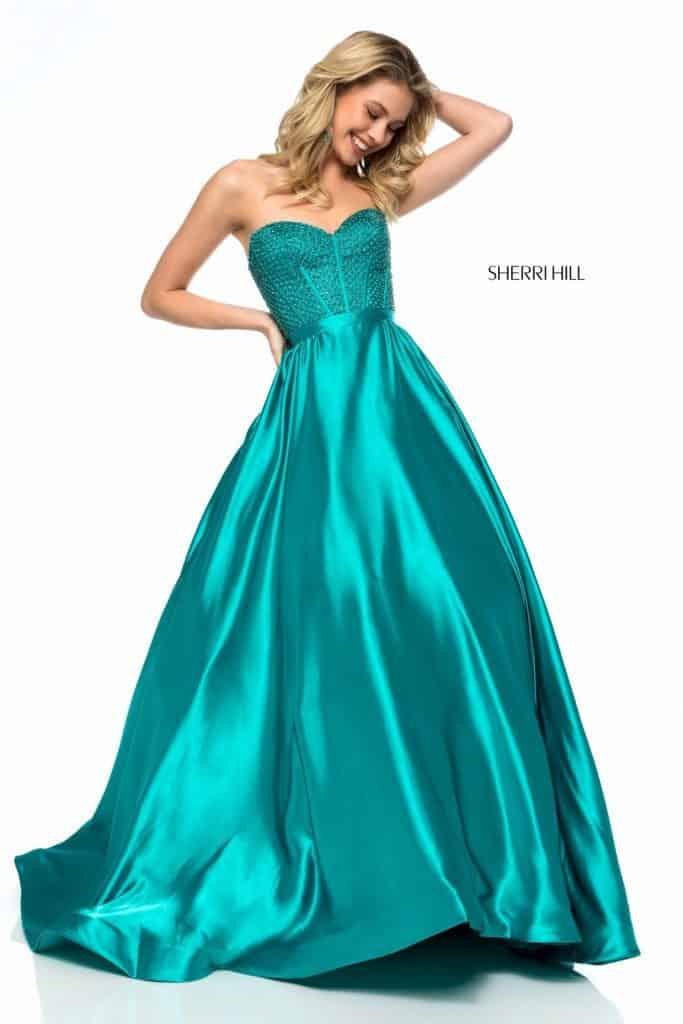 6400ac328dec4 Üst detayları altın, gümüş veya kızıl işlemelerle oluşturulmuş abiye  elbisenizin altına yeşil abiye ayakkabı kullanabilirsiniz. Elbise de  kullanılmış olan ...