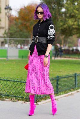 e4757ec9f1e15 Abiye Etek Modelleri. Paris Moda Haftası'da öne çıkan 2018 Paris Sokak  Stili Koleksiyonundan renkli bir kare.