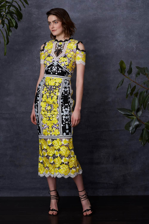 46f2aee6d401d Bu elbise de de böylesine iç açıcı bir patlama görüyoruz. Diz Altı Abiye  Modelleri