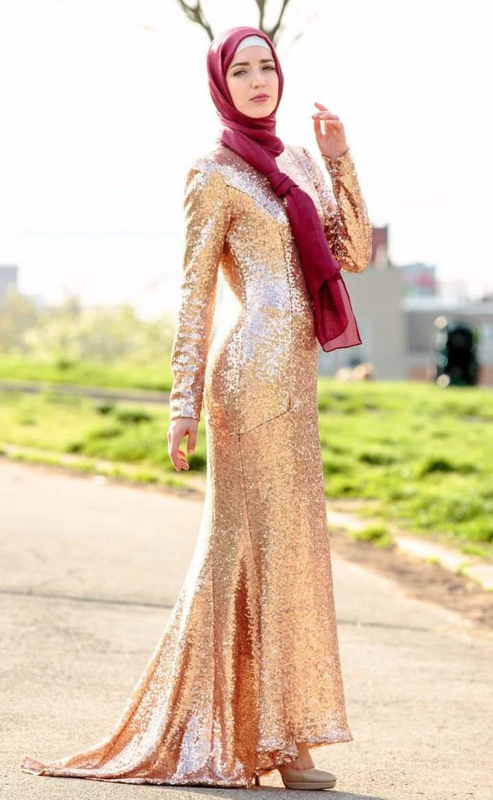 ad85470d65de6 Payetli Abiye ve Nişanlık Modelleri. Gri tondaki elbiselerle benzer  tasarıma sahip olan bu elbiseler, elbiseniz ile ayrı renkte olan payetler  ve simlerden ...