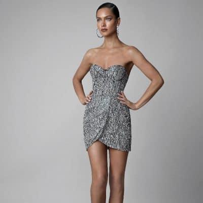 06e88a6514acf Yılbaşı elbise seçiminde birçok kıyafet ve kombin arasından mini etekli  olanları da tercih edebilirsiniz. Özellikle mini elbise, yılbaşı  kıyafetleri ...