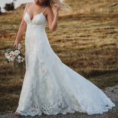 af3cacf67a636 Bazen sembolik olarak düğün töreninin sadece kısa bir kısmında veya sadece  fotoğraf çekimleri için bile giyiyor olsanız; size aile büyüklerinden kalan  bir ...
